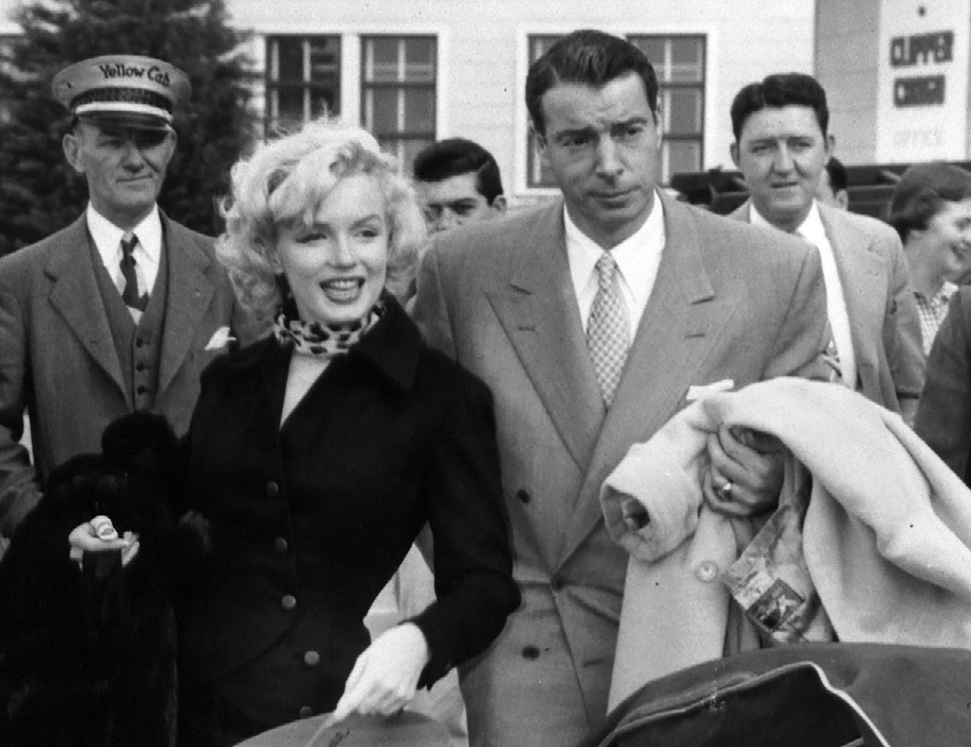 https://www.pbs.org/wgbh/americanexperience/features/dimaggio-meeting-marilyn-and-wedding/