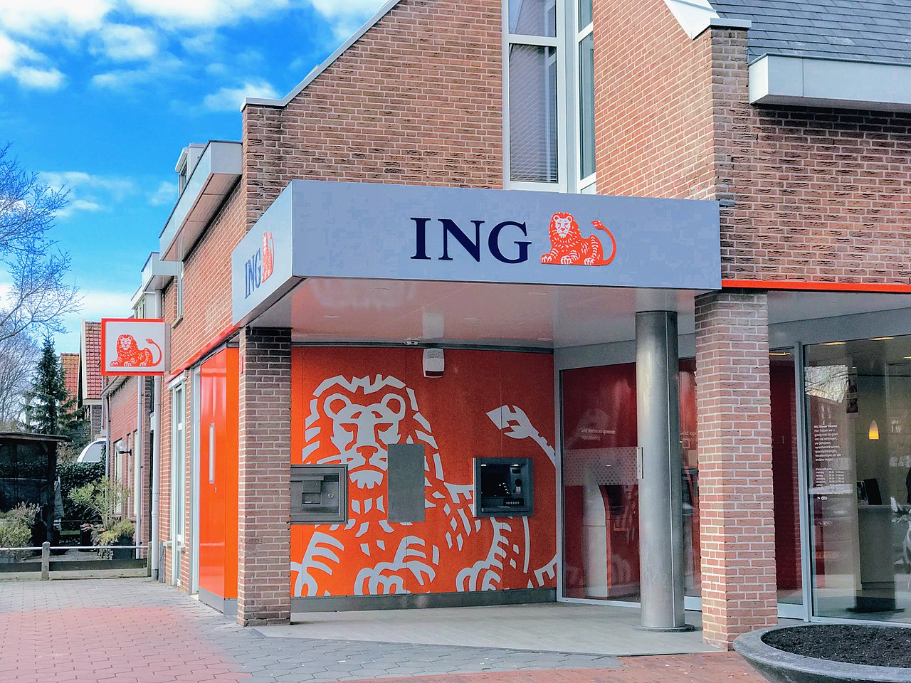 https://en.wikipedia.org/wiki/ING_Group#/media/File:ING_Bank_Nieuw-Vennep.jpg