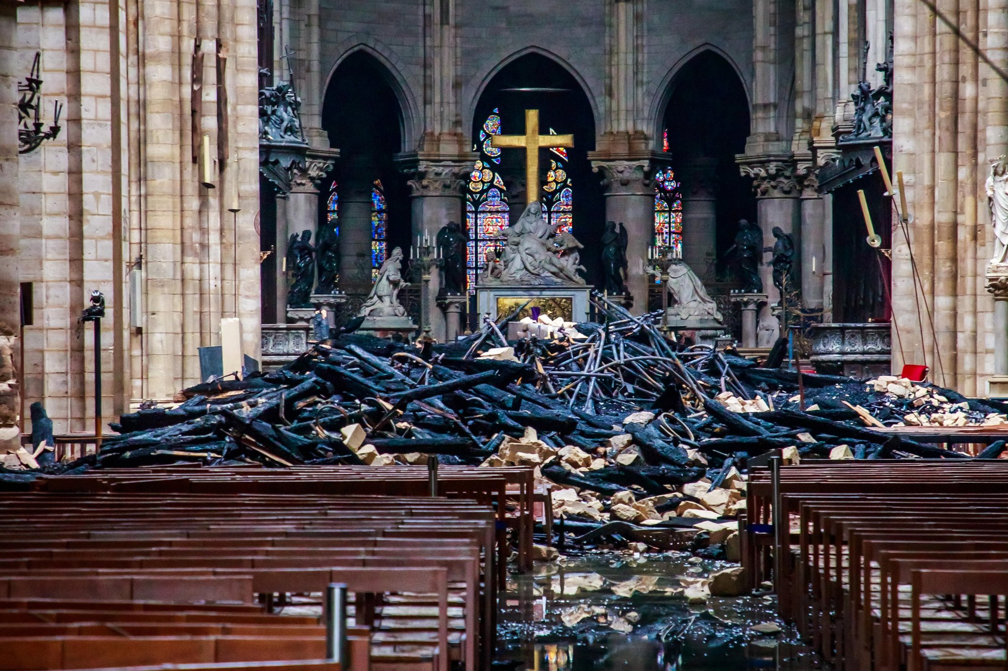 https://www.nytimes.com/2019/04/16/world/europe/photos-of-notre-dame-fire.html