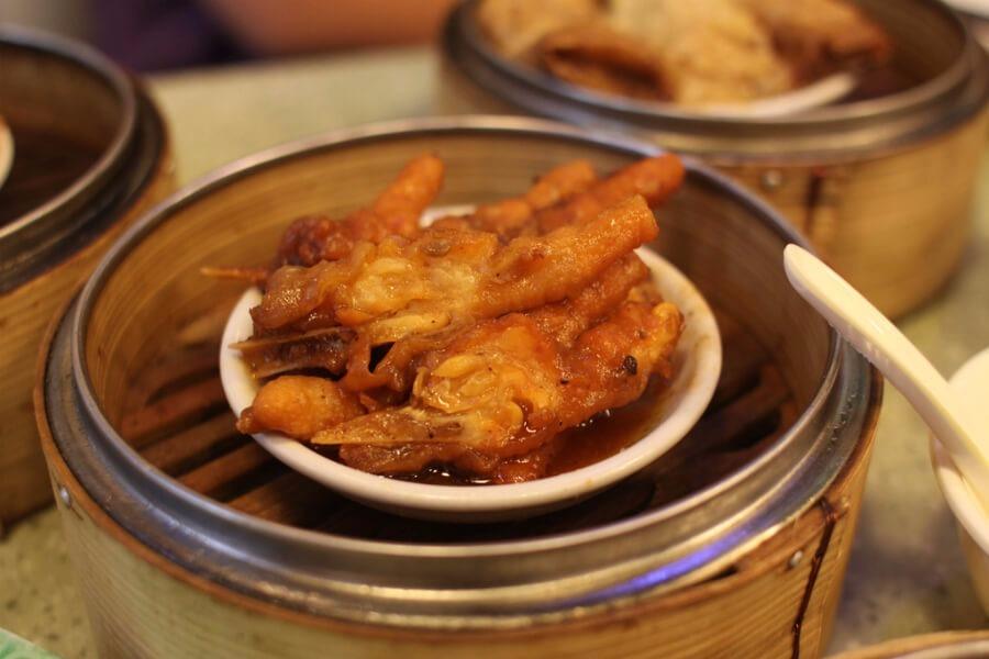 Τα 8 πιο αηδιαστικά street foods που θα συναντήσετε στα ταξίδια σας