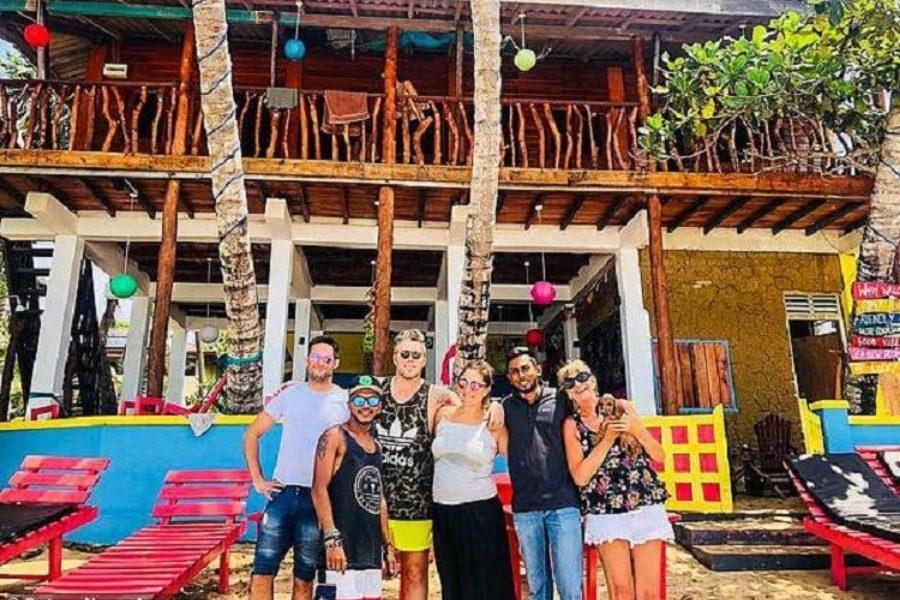 Αγόρασαν πάνω στο μεθύσι τους ένα σπίτι στη Σρι Λάνκα και τώρα θησαυρίζουν!